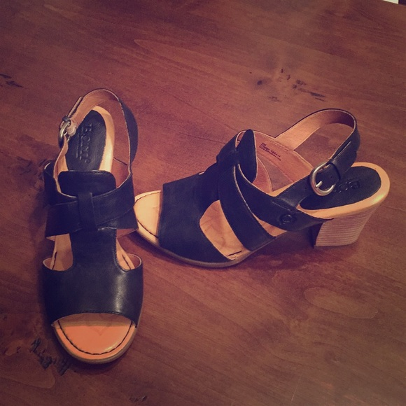NEW and never worn Born Elly Sandal